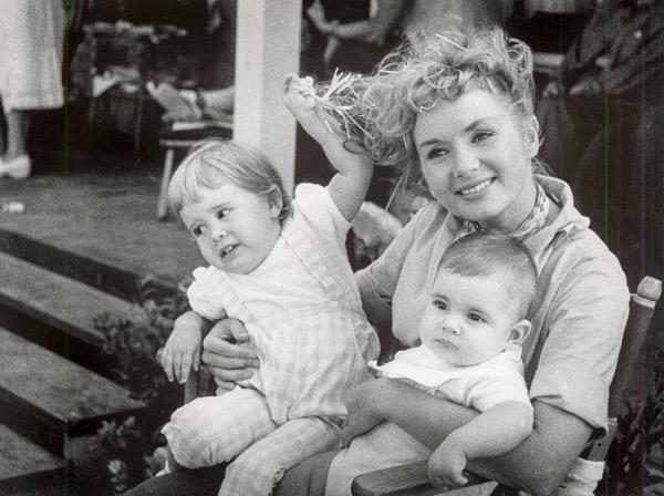 Főszerepben Carrie Fisher és Debbie Reynolds
