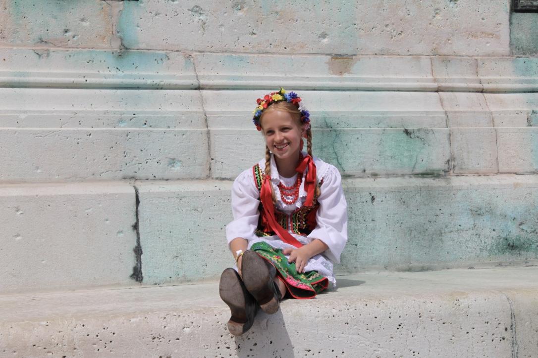 Litván táncoslányka