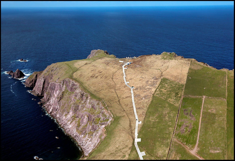 Itt látható a stáb által épített ideiglenes út, ami a díszlet melletti táborhoz vezet.