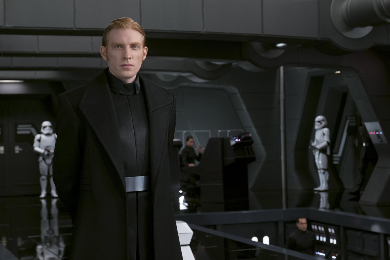 Domhnall Gleeson visszatér a vaskalapos Hux tábornok szerepében.