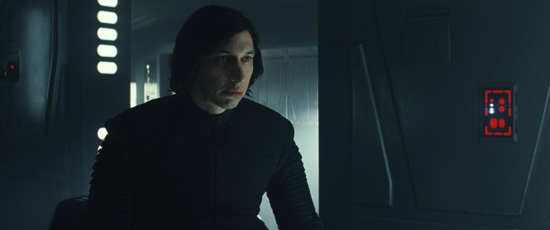 Vajon hogy alakul Ben Solo sorsa? Luke felelősnek érzi magát Kylo Ren felemelkedéséért. Vakon hitt benne, hogy az unokaöccse az a bizonyos kiválasztott.
