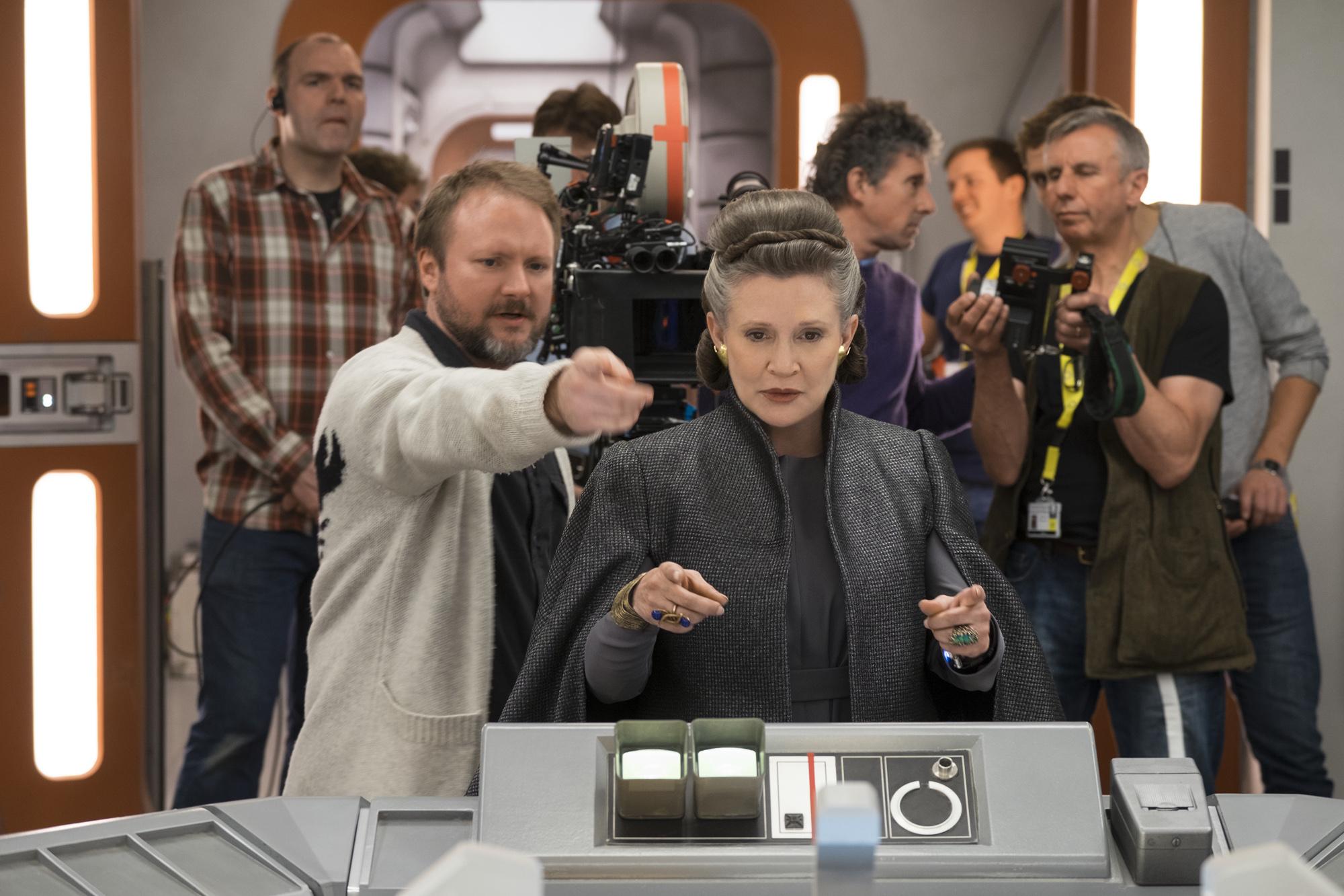 A VIII. Epizód a tavaly decemberben elhunyt Carrie Fisher utolsó filmje. Johnson szerint nagyszerű alakítást nyújt Leia tábornok szerepében.
