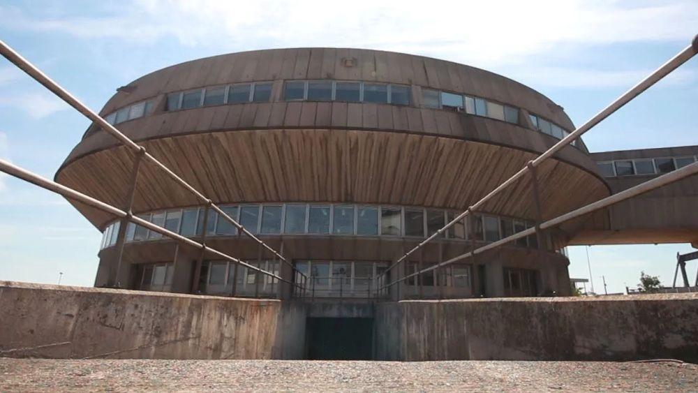 Fawley erőművének jellegzetes épülete