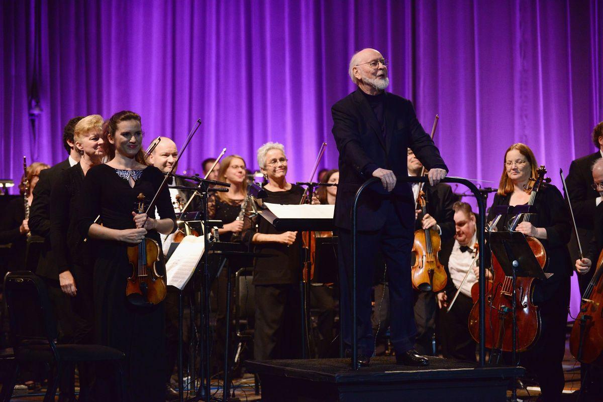 Amikor már azt hittük, több meglepetés nem jöhet, felbukkant a Star Wars ötszörös Oscar-díjas zeneszerzője, John Williams.