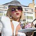 A  dívák is kalapot viselnek - Lady Gaga
