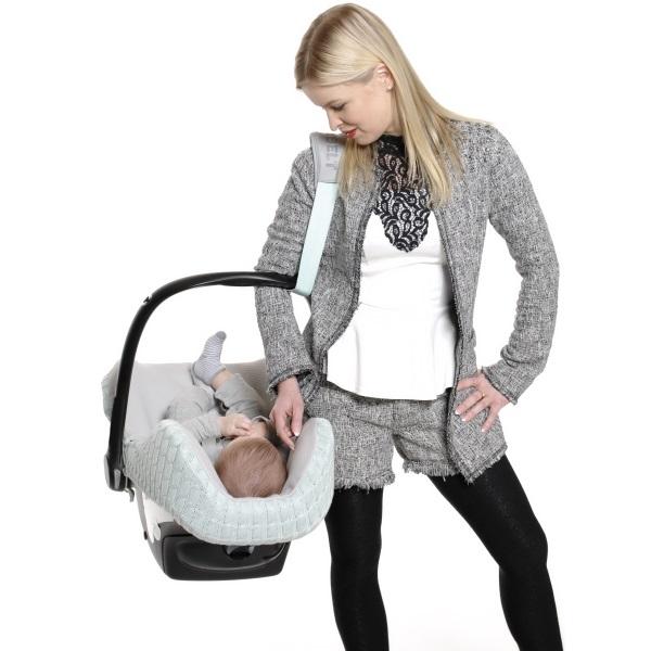 cocobelt-draagriem-voor-baby-autostoeltje-mint-in-gebruik.jpg