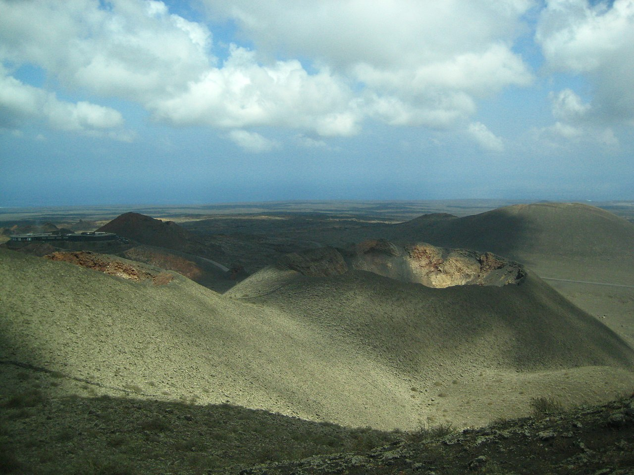 1280px-timanfaya_boca_volcan.JPG