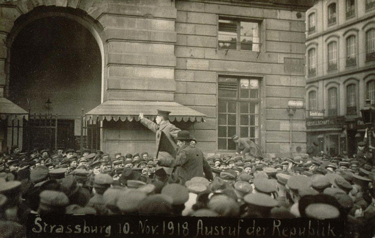 1280px-proclamation_republique_10_novembre_1918.jpg