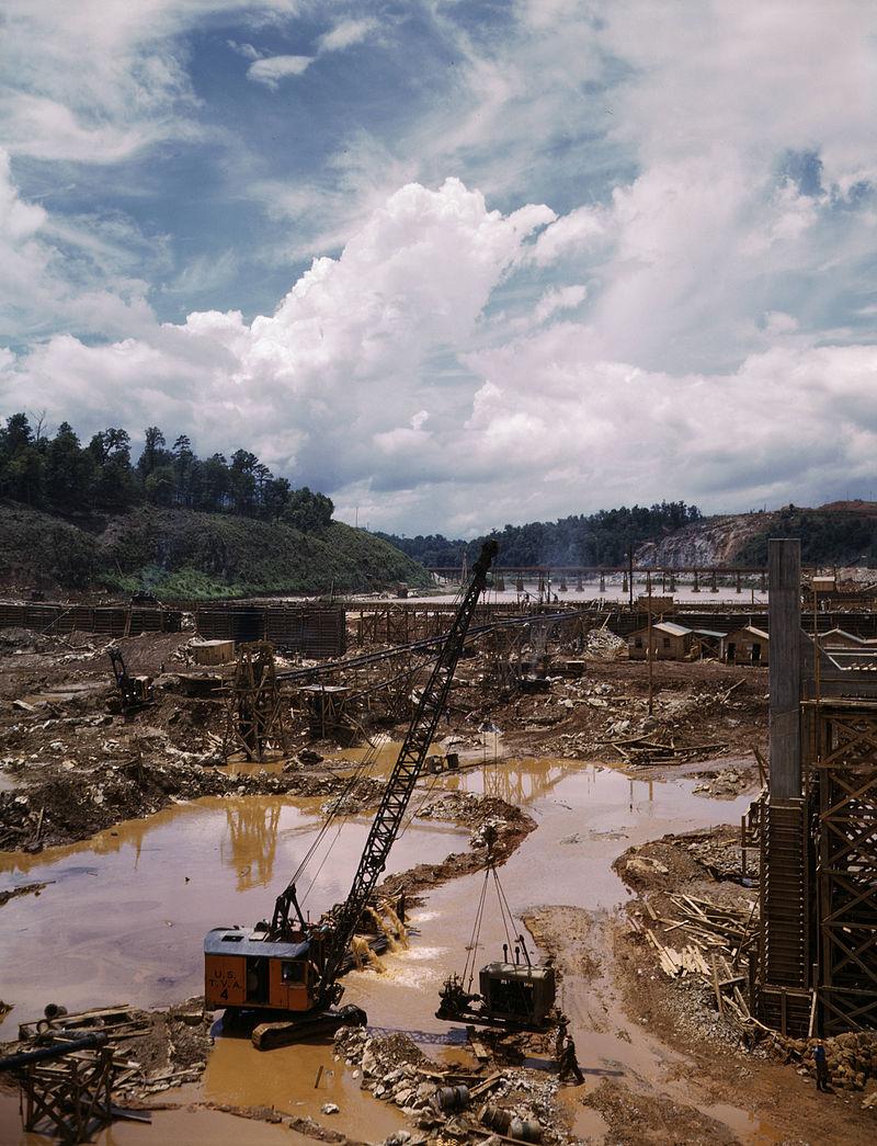 800px-douglas_dam_construction.jpg