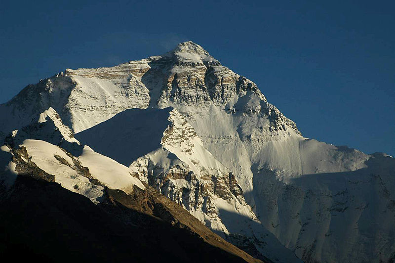 800px-mount_everest_north_face.jpg