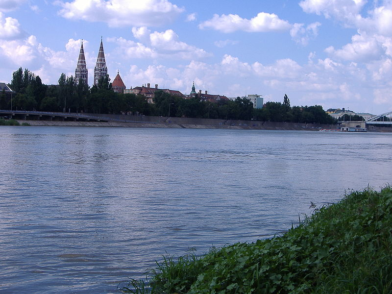 800px-river_tisza_szeged.JPG