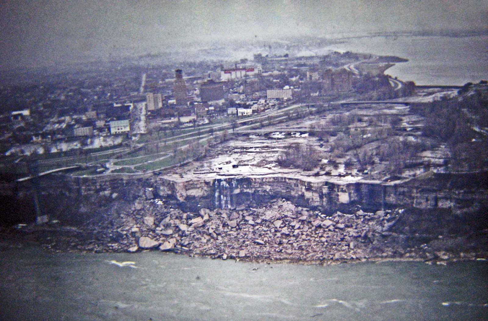 niagara_falls_without_water_1969.jpg