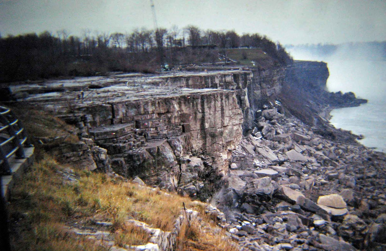 niagara_falls_without_water_1969_4.jpg