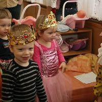 Királyfi és királylány első farsangja