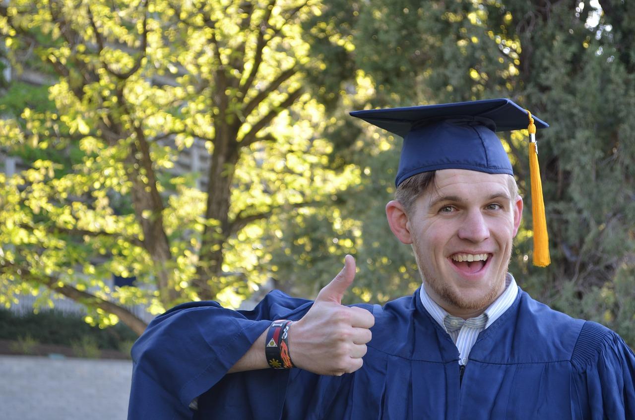 graduation-879941_1280.jpg