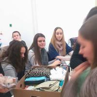 Adventi adománygyűjtés a 10.M osztályban