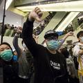 Tüntettek Hongkongban a szárazföldi Kínából érkező bevásárlóturisták ellen
