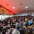 Május elseje Kínában - megint útnak indult a fél ország