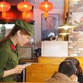 Kelet az vörös - retro étterem Tokióban