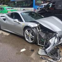Csak egy kölyökkutyát akart kikerülni két Ferrari Kínában - 2 millió jüan a kár