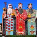 Pekingnek elege lett a fura épületekből