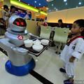 Megnyílt Kína legnagyobb robotétterme