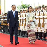 Államfőnek járó külsőségekkel fogadták a Nobel-békedíjas Aung Szan Szú Kjít Pekingben
