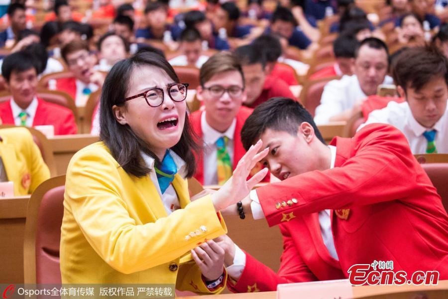 fu_juan-hui_grimasz_kinai_uszono-1.jpg