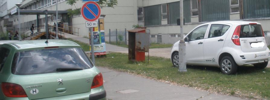 Tilos parkolás a rendelő elött