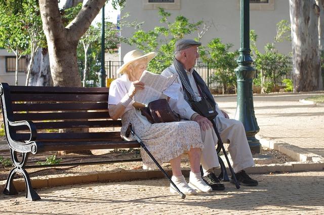 Foglalkoztatható-e közalkalmazott nyugdíjasként?