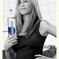 Válassz okosan és hidratálj úgy, ahogy Jennifer Aniston is teszi: itt a GLACEAU smartwater!