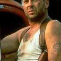 Napi Fargo: Egy szál alsónadrágban és jelvényben lövöldözött a magyar Bruce Willis