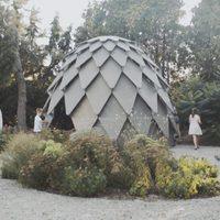 Toboz alakú mobil pavilon