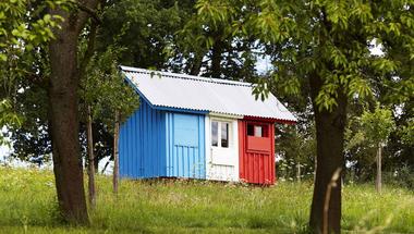 3 ember + 3 óra + 3 szín = Apró francia ház