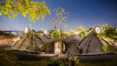 """""""gumpha house"""", szerves építészet Indiában"""