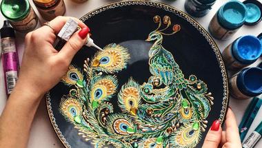 pointillizmus tányérokon