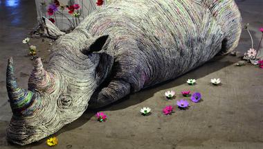 Állati szobrok újságpapírból