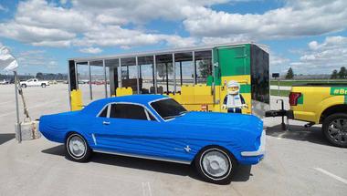 Életnagyságú Ford Mustang LEGO-ból