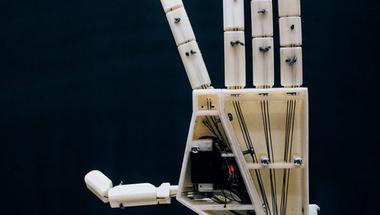 ASLAN, jelnyelvet használó robotkar