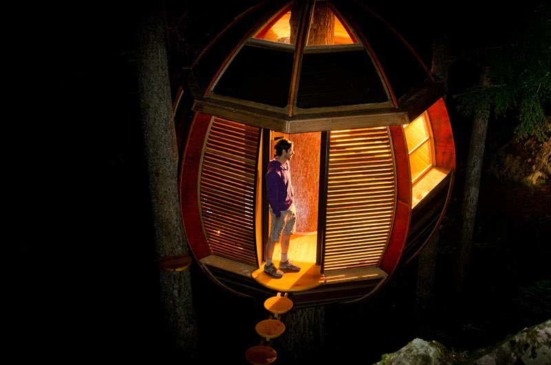 hemloft-secret-treehouse-hiding-in-the-woods-of-whistler-canada-11.jpg
