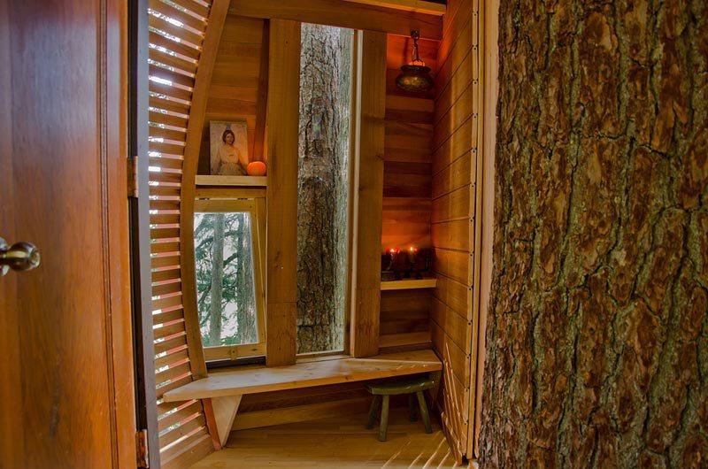 hemloft-secret-treehouse-hiding-in-the-woods-of-whistler-canada-12.jpg