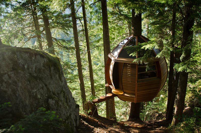 hemloft-secret-treehouse-hiding-in-the-woods-of-whistler-canada-2.jpg