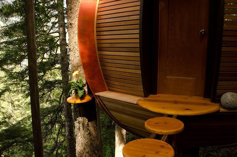 hemloft-secret-treehouse-hiding-in-the-woods-of-whistler-canada-4.jpg