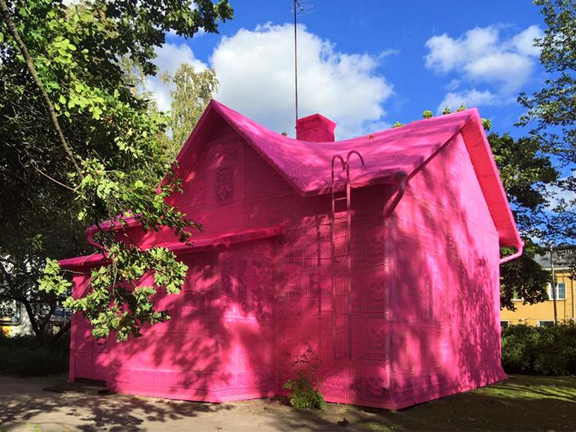 olek-pink-house-crochet-designboom-03.jpg
