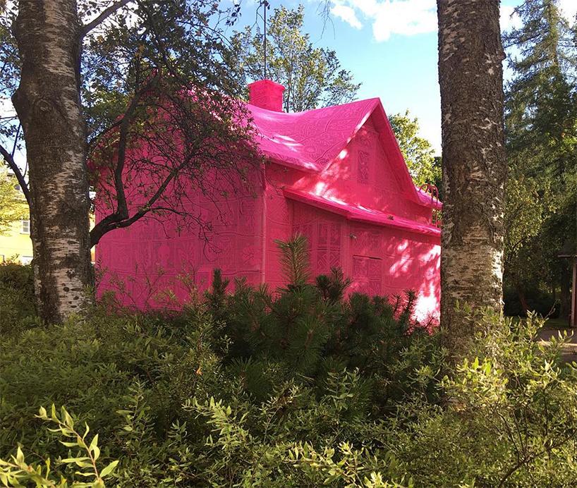 olek-pink-house-crochet-designboom-04.jpg
