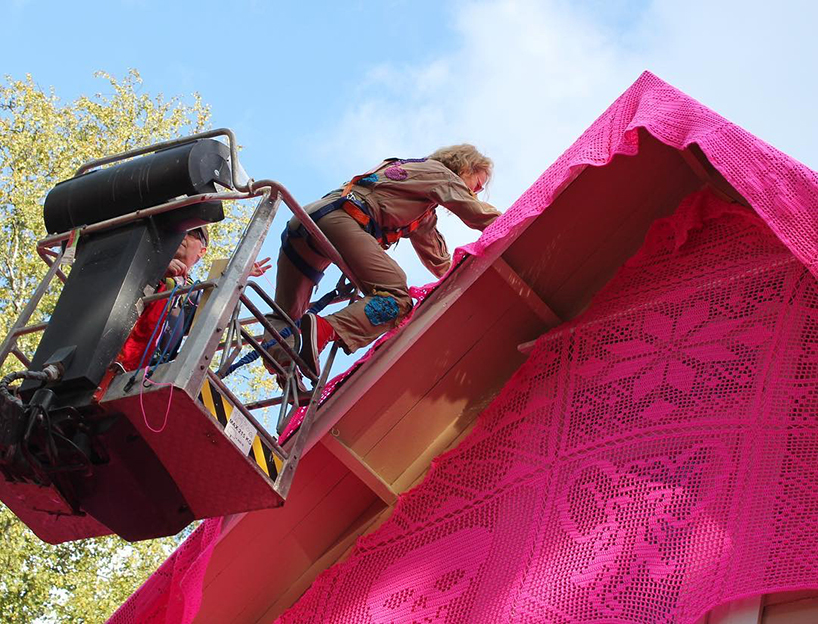 olek-pink-house-crochet-designboom-06.jpg