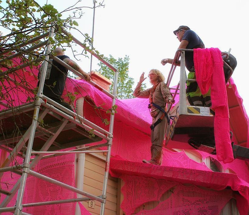 olek-pink-house-crochet-designboom-07.jpg