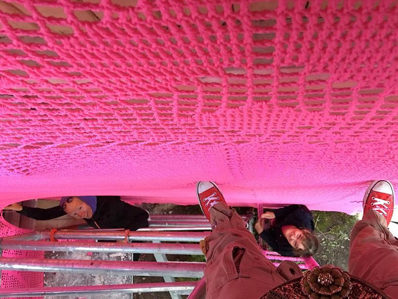 olek-pink-house-crochet-designboom-08.jpg
