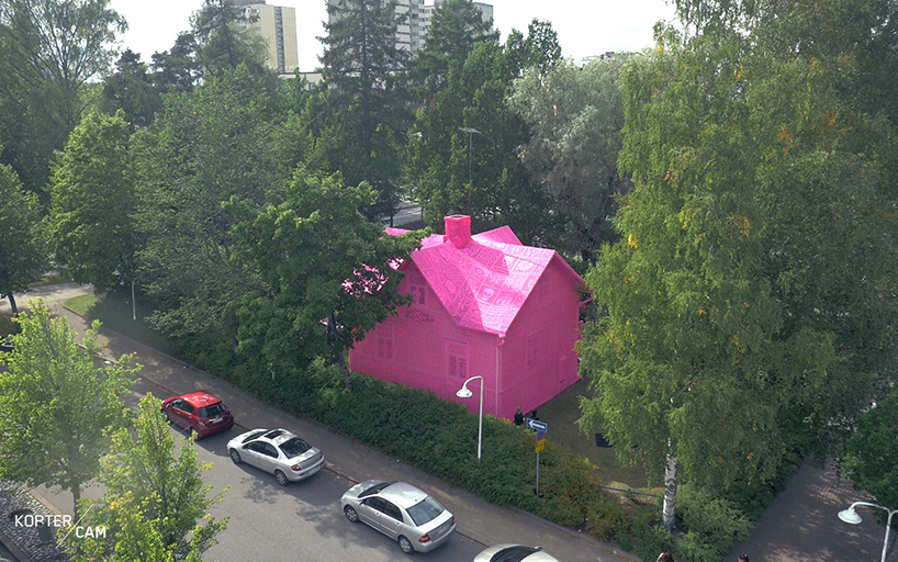 olek-pink-house-crochet-designboom-15.jpg