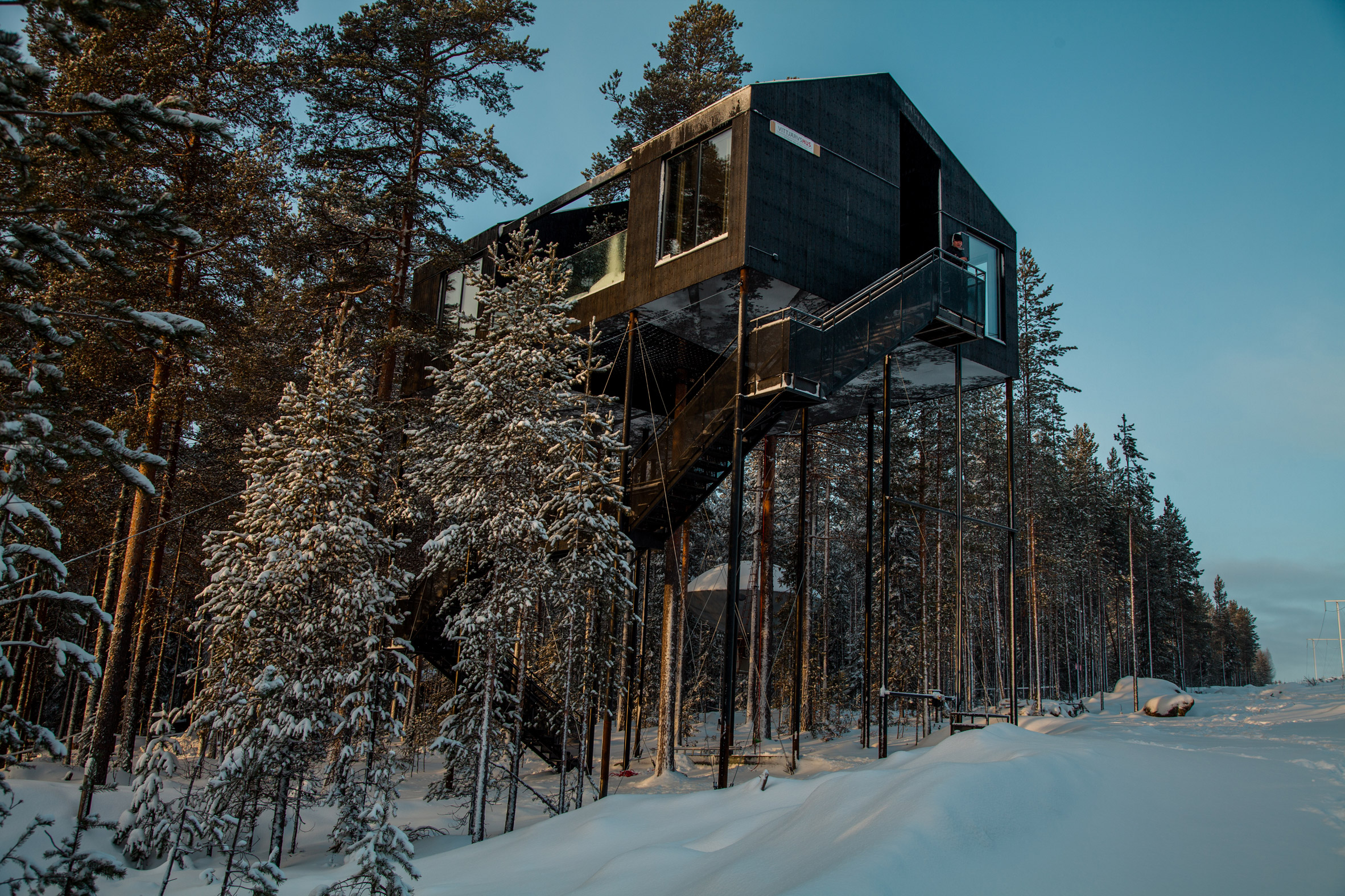 the-7th-room-tree-hotel-snohetta-sweden-architecture_dezeen_2364_col_1.jpg